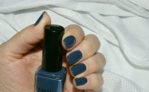 Тёмно-бирюзовый лак на ногтях