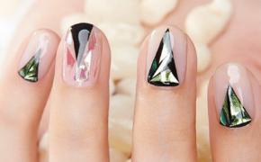 Треугольники на ногтях