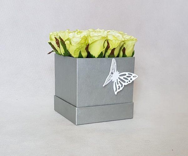 букет цветов в коробке фото