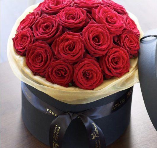 композиция из цветов в коробке