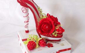 Туфелька из конфет