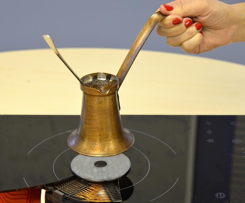 Приготовление кофе на индукционной плите