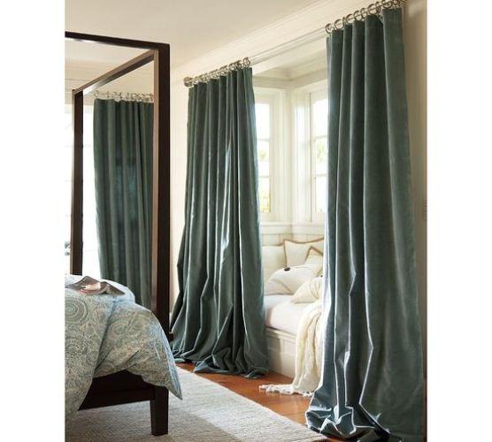 Удлинённые занавески в спальне