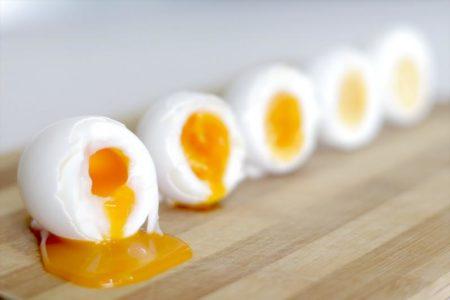 Варим яйца правильно: сколько времени требуется, чтобы приготовить всмятку, в мешочек и вкрутую