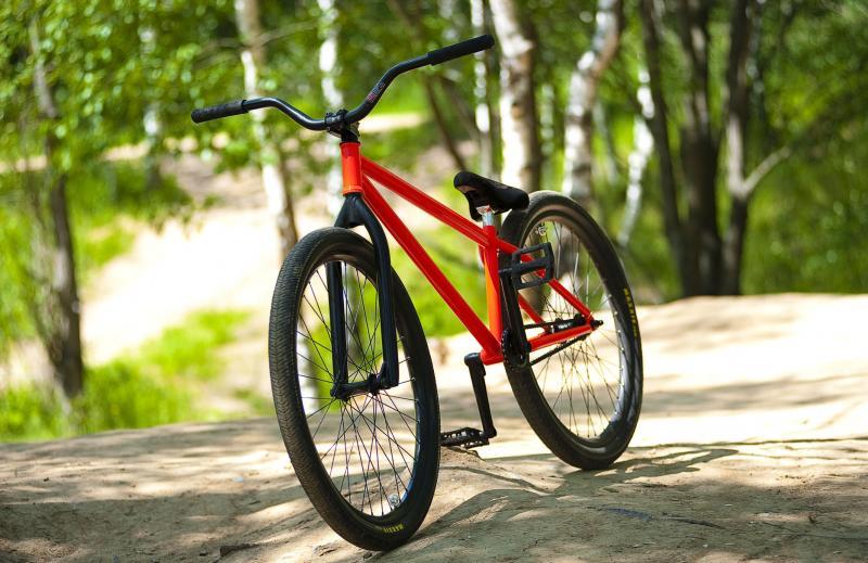 Велосипед на дороге