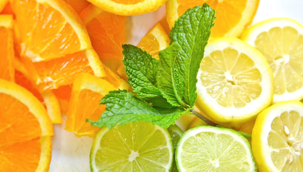 вода с лимоном, апельсином и мятой