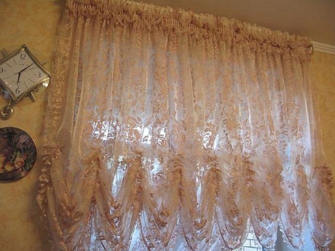 Вуаль на окне спальни