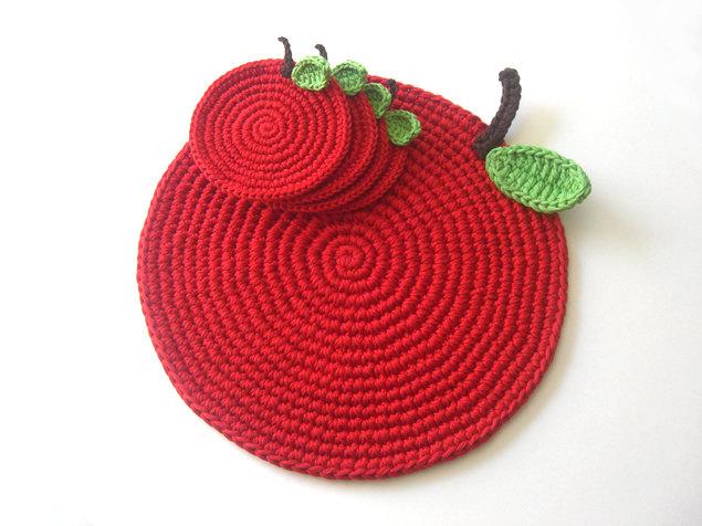 Вязаные подставки под горячее в виде яблок