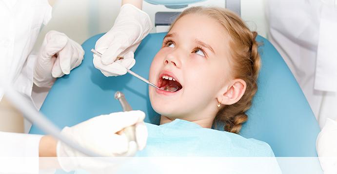 Ребёнок в кресле стоматолога