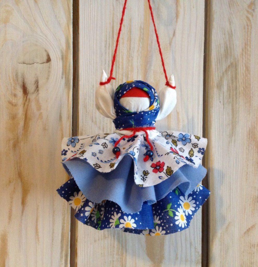 Яркая кукла Колокольчик в синих тонах