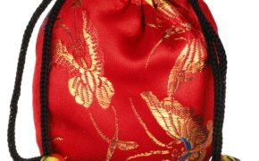Ярко-красный полотняный мешочек