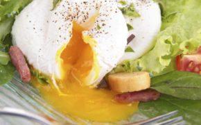 Яйцо пашот с зеленью