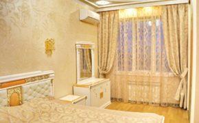 Занавески в светлой спальной комнате
