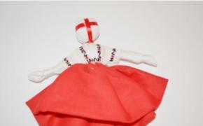 Продолжение работы над куклой-мотанкой