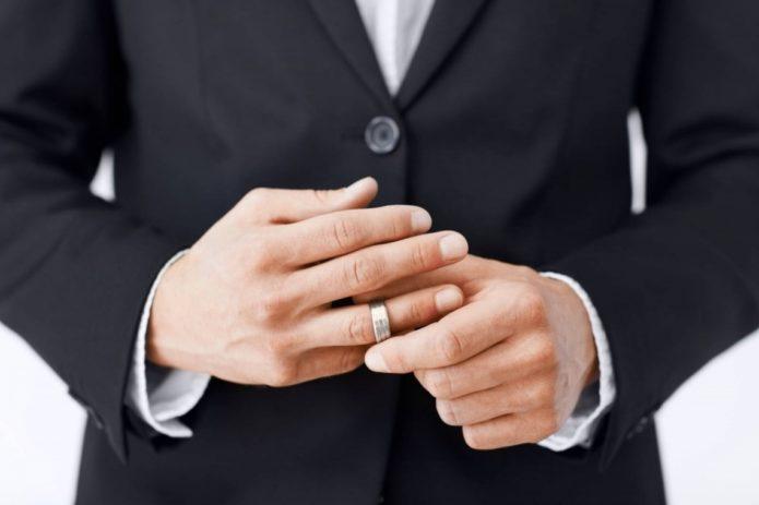 Как понять, что женатый мужчина хочет тебя