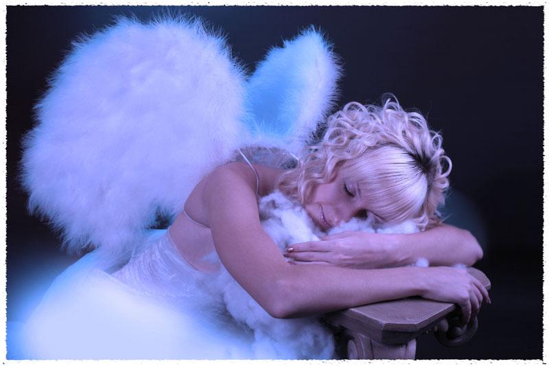 Женщина в образе ангела