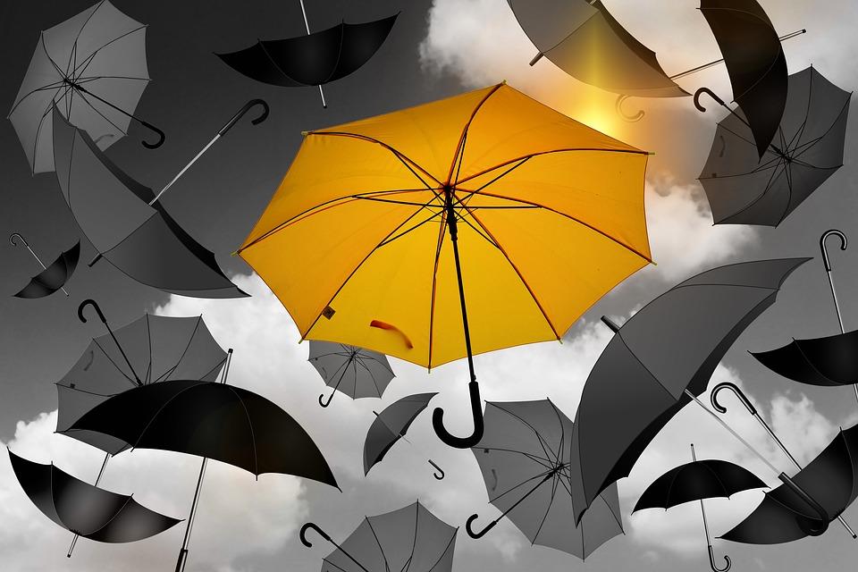 Зонты, падающие с небес